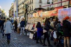 Kartenverkäufer der spanischen Weihnachtslotterie in Solenoid lizenzfreies stockfoto