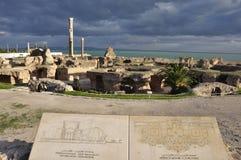 Karthago Unesco-världsarv med det roman fördärvar, stenar och reliquies i Tunisien arkivfoton