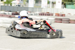 Karting变蓝司机的行动 免版税图库摄影