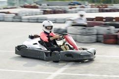 Karting变蓝司机的行动 免版税库存照片