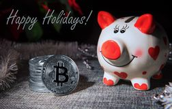 Kartka bożonarodzeniowa z bankiem, bitcoins i tekstem pieniądze, fotografia stock