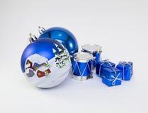 Kartka bożonarodzeniowa z piłkami i dekoracjami na a Obrazy Royalty Free