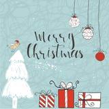 Kartka bożonarodzeniowa z tekstem, drzewem i teraźniejszość na zimy tle, Fotografia Royalty Free