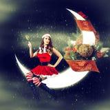 Kartka bożonarodzeniowa.  seksowna kobieta w Santa Claus odziewa Fotografia Royalty Free