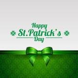 Kartka z pozdrowieniami dla St Patrick dnia z koniczyną i tasiemkowym łękiem Zdjęcie Royalty Free