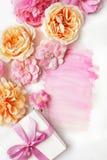 Kartka z pozdrowieniami i kwiaty zdjęcie stock