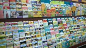 Kartka z pozdrowieniami sprzedaje przy sklepem Fotografia Stock
