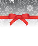 Kartka z pozdrowieniami z czerwonym łękiem na płatka śniegu tle i kopii przestrzeni Obrazy Stock