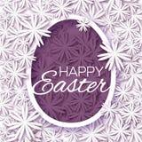 Kartka z pozdrowieniami z Szczęśliwą wielkanocą - z białymi purpurami kwitnie Wielkanocnego jajko na białym tle Fotografia Stock