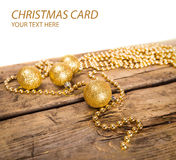 Kartki bożonarodzeniowa z złotymi błyszczącymi piłkami Obrazy Royalty Free