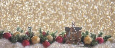 Kartki bożonarodzeniowej płytki domu czerwień i złoto dekoracja obraz stock