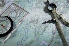 Kartlägga med kompasset Royaltyfri Fotografi