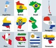 Kartlägger blandat med flaggor av de oberoende länderna av Sydamerika stock illustrationer