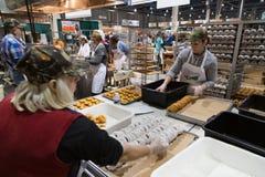Kartoffel-Donuts süßer machen Lizenzfreies Stockfoto