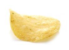 Kartoffelchip auf weißem Hintergrund Stockfotografie