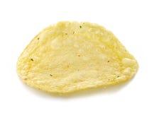 Kartoffelchip auf weißem Hintergrund Stockfotos