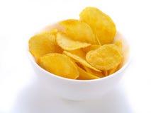 Kartoffelchip innen Schüssel Stockbild