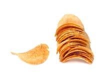 Kartoffelchips auf einem weißen Hintergrund Lizenzfreies Stockfoto