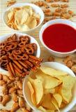 Kartoffelchips, Imbisse und Bad lizenzfreie stockfotografie