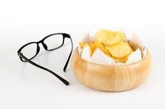 Kartoffelchips und Brillen Lizenzfreie Stockbilder