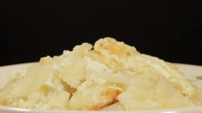 Kartoffelgratin mit Sahne, Eier und Käse stock footage
