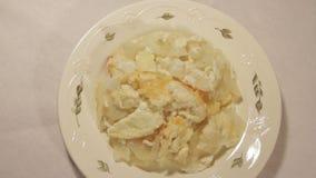 Kartoffelgratin mit Sahne, Eier und Käse stock video footage