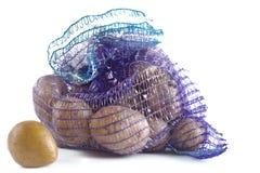 Kartoffeln in einem Gitter Lizenzfreie Stockbilder