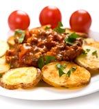 Kartoffeln mit FleischTomatensauce lizenzfreie stockfotografie