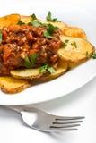 Kartoffeln mit FleischTomatensauce stockbilder