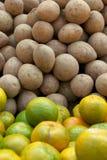 Kartoffeln und Mandarinen Lizenzfreies Stockfoto