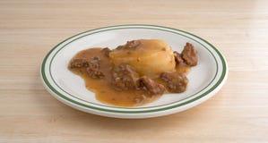 Kartoffelpürees mit Soßen- und Rindfleischtippmahlzeit Stockfotografie