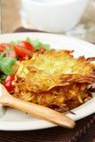 Kartoffelpfannkuchen mit Dill Lizenzfreie Stockbilder