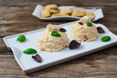 Kartoffelsalat mit Majonäse lizenzfreie stockfotografie