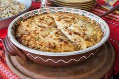 Kartoffeltorte mit Gemüse und Käse lizenzfreies stockfoto