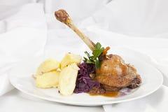 Kartoflana rolada z szpinaka, marchewki i curry'ego ryż, Zdjęcia Royalty Free