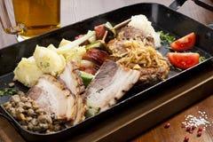 Kartoflana rolada z szpinaka, marchewki i curry'ego ryż, Zdjęcia Stock