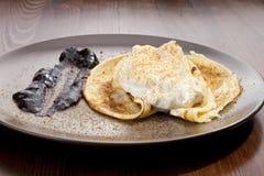 Kartoflana rolada z szpinaka, marchewki i curry'ego ryż, Fotografia Royalty Free
