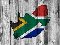 Kartografuje i flaga Południowa Afryka na wietrzejącym drewnie Zdjęcie Stock