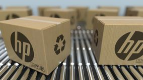 Karton boksuje z HP logo ruchem na rolkowym konwejerze Redakcyjna loopable 3D animacja zbiory wideo