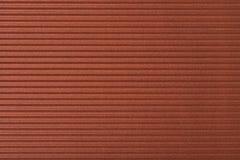 Karton gofrujący deseniowy tło horyzontalny przy brązem Obraz Stock