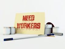 Karton met het bericht van Behoeftearbeiders bij het witte 3d teruggeven wordt als achtergrond geïsoleerd die Stock Fotografie