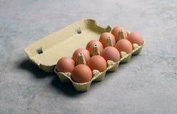 Karton tuzin świeżych jajek Obraz Stock