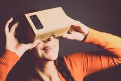 Karton virtuele werkelijkheid Stock Afbeeldingen