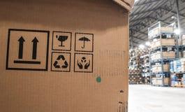 Kartonger i ett lagerlager Fotografering för Bildbyråer