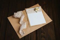 Kartonkaart met bloem Stock Foto