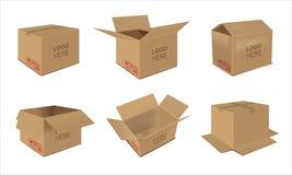 Kartonlevering die open en gesloten doos met breekbare tekens verpakken Stock Foto