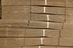 Kartonstapel op golfkartontextuur Royalty-vrije Stock Foto's
