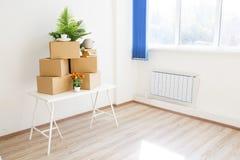 Kartony - ruszający się nowy dom Zdjęcia Stock
