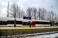 Kartuzy, Polen - 11. November 2017: Neuer Hochgeschwindigkeitszug an der Station Lizenzfreie Stockfotos