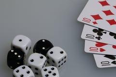 Karty i kostka do gry Akcesoria dla gry Zdjęcia Stock